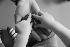 Najważniejszy zmysł Twojego dziecka i jego rola w budowaniu więzi