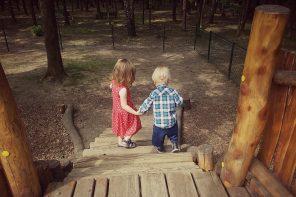 """Czym zająć dziecko w podróży, czyli fefnaście prostych sposobów na """"daleko jeszcze?"""""""