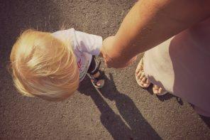 Czy kilkulatek śpiący z rodzicami jest mniej samodzielny?