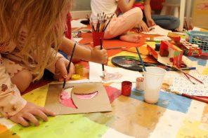 7 zupełnie nieedukacyjnych, niekreatywnych i nieDIY pomysłów na zabawę z dzieckiem