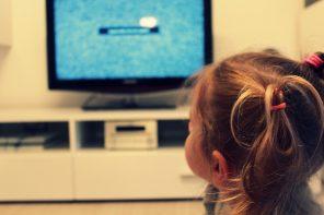 Tablet i telewizja plus dziecko to zło? Nowe wytyczne Amerykańskiej Akademii Pediatrycznej.