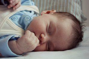 4 proste i potwierdzone naukowo sposoby, które sprawią, że Twoje dziecko będzie lepiej spało