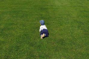 Raczkowanie, chodzenie i pokrewne – kiedy, po czym i jaki odsetek dzieci.